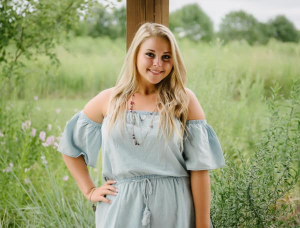 It is time to book your senior photos! Let's customize a session that is as unique as you!